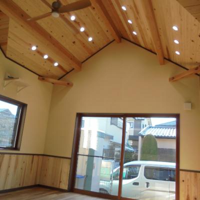収納充実・子育て最適・開放感抜群の2階建て住宅