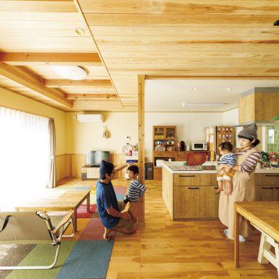木の温もりが大好きなご夫婦が考えた2階建て住宅